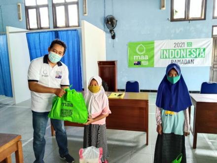 Berbagi di Bulan Suci: MAA dibantu YWMI dan Pemkal Wukirsari Distribusikan Ramadan Food Pack